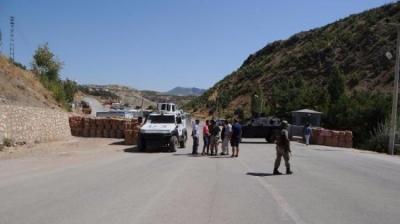 PKK'lı Teröristler Yine Yol Kesip Araç Yaktı! Özel Harekat Operasyon Başlattı