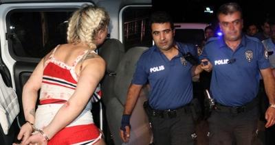 Polis Travestiye Yardım Etmek İstedi, Hastanelik Oldu