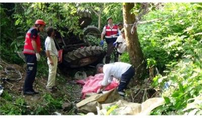 Sakarya'da Katliam Gibi Kaza!  Mevsimlik İşçileri Taşıyan Traktör Dereye Uçtu, 7 Kişi Öldü