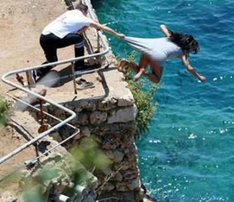Sevgilisiyle Tartışan Genç Kız, 30 Metreden Denize Atlayarak İntihar Etti