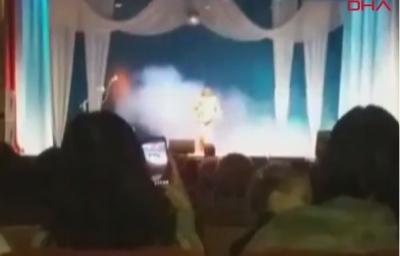 ŞOK! Ünlü Sanatçı Sahnede Şarkı Söylerken Öldü