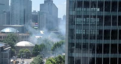 Son Dakika! ABD'nin Pekin Büyükelçiliği Önünde Patlama: Çok Sayıda Yaralı Var