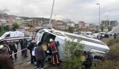 Son Dakika! Maltepe'de Feci Kaza:  Virajı Alamayan Minibüs Ortalığı Birbirine Kattı