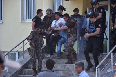Tekbir Getirip Baltayla Müftülük Binasını Bastı! Özel Harekat Polisleri Tarafından Etkisiz Hale Getirildi