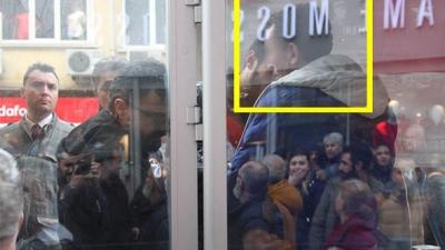 Tramvayda Taciz Olayı Vatandaşları Çıldırttı! Tacizciyi Linç Edilmekten Polisler Kurtardı