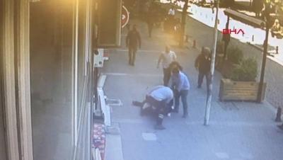 Yer: Kağıthane! Sokak Ortasında Karısını Döven Adama Meydan Dayağı
