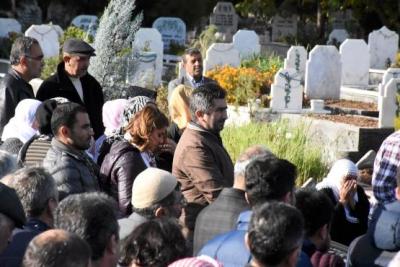 Yine Aynı Skandal! HDP'li Milletvekili Terörist Cenazesinde Görüntülendi